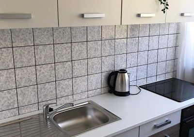 DIM Küchenzeile in Dortmund mit Wasserkocher und Kochplatten
